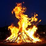 どんど焼きの意味や由来とは!いつ行われる?燃やして良いものは?