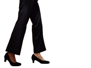 【結婚式の服装】女性のスーツ「パンツスーツはNG!?」