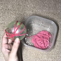 毛糸と風船を使ってクリスマス飾りを簡単手作り「作り方手順 3」