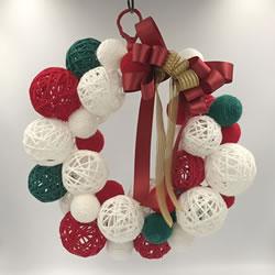 毛糸を使ってクリスマス飾りを簡単手作り「リースにアレンジ」
