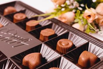 バレンタインデーにチョコを贈る!「日本の起源と由来は!?