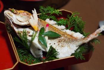 ひな祭りの食べ物の意味「桜鯛の塩焼き」