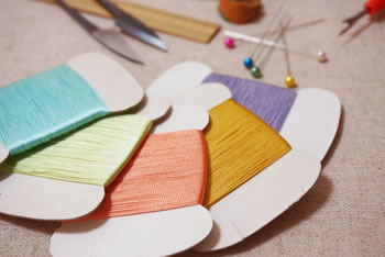 小学生でもできる簡単な手芸♪「フェルトで作る小銭入れ」の作り方!